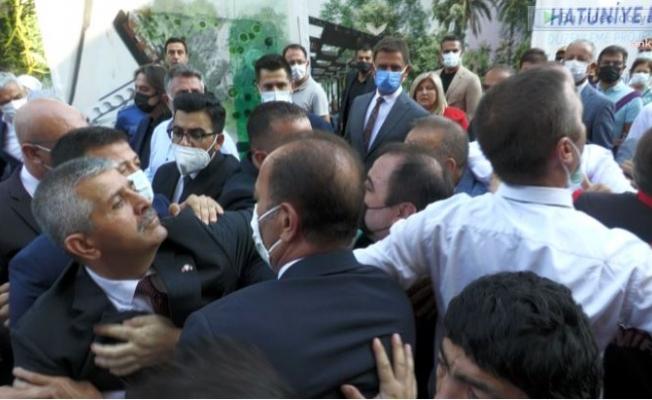 Zafer Yürüyüşü'nde MHP'li Vekilin Korumalarıyla Yurttaş Arasında Gerginlik