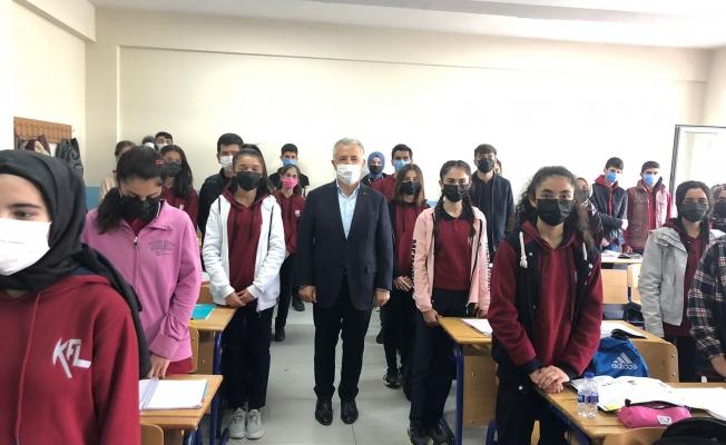 """AKP Kars Milletvekili Ahmet Arslan: """"Sarıkamış'taki öğrencileri Kars merkeze taşıyarak sorunu çözüyoruz"""""""
