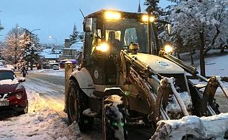 Odunpazarı Belediyesi karla mücadelede 24 saat mesaide