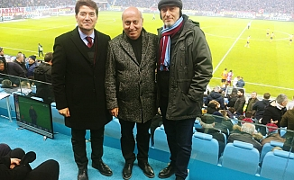 """""""Trabzonspor'un hakkı yenmiş, emek hırsızları Türk futboluna yeni bir darbe vurmuştur"""""""