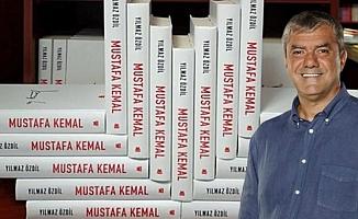 Yılmaz Özdil'in 'Mustafa Kemal' kitabı satışa sunulmasından kısa süre sonra tükendi