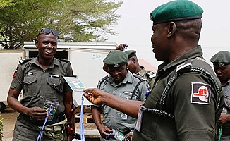 Nijerya'da seçimler saatler kala ertelendi