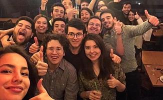 Galatasaray Lisesi 150. dönem öğrencilerinin fotoğrafı hakkındaki gerçek
