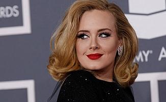 Adele'den hayranlarını üzen haber geldi