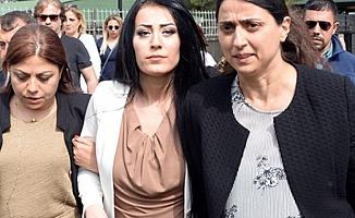 """""""Çocuklar ölmesin"""" diyen öğretmen Ayşe Çelik cezaevine konuldu"""