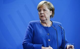 Merkel'den Türkiye'ye: Derhal çekilin!