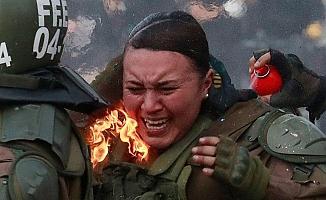 Latin Amerika'da göstericiler polisi diri diri yaktı!