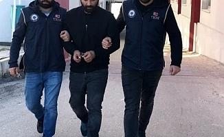 Adana'da bir kişi, El-Kaide'ye Kargo Göndermek İsterken Yakalandı!