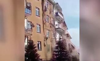Elazığ'da hasarlı bina çöktü