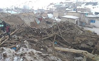Türkiye-İran sınırındaki deprem Van'da yıkıma sebep oldu