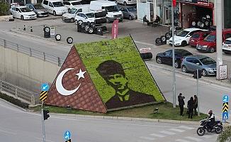 Adana'da, Atatürk Çalışması Büyük Beğeni Topladı