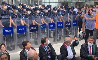 Baro Başkanları, Polis ve Şantiye Şefi Arasında 'Özel Mülkiyet' Tartışması