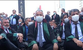 Başkent'e Girişi Engellenen Baro Başkanları Oturma Eylemine Başladı