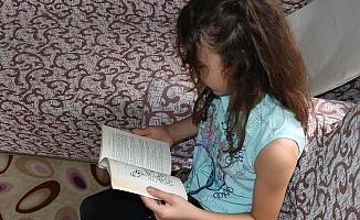 Mersin Büyükşehir'den Kitap Aşığı Küçük Kıza Hediye