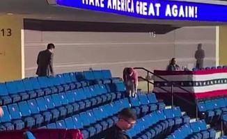 Washington Post: Trump mitinginden önce arenadaki sosyal mesafe etiketleri söküldü