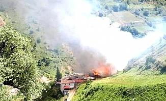 Artvin'de Dokumacılar Köyü'nde Yangın; 70 Ev Yandı