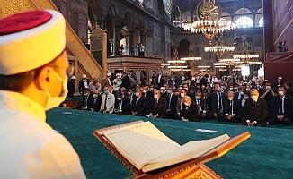 Erbaş'ın hutbesine tepkiler dinmiyor… Cemil Kılıç, isim vermeden MHP'ye yüklendi