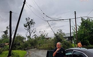 ABD'de Şiddetli Fırtına Tırı Devirdi