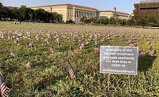 ABD'de koronavirüsten ölenlerin anısına 20 bin Amerikan bayrağı dikildi