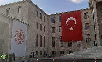 Meclis'te Erdoğan'nın Posteri Yerine Türk Bayrağı
