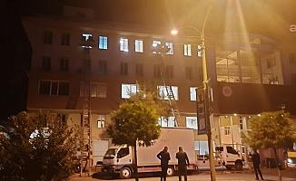 Depremde hasar gören İdare Mahkemesi Binası boşaltılıyor