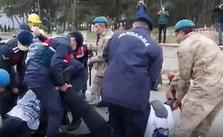 Enkaz Başından Manisa'ya Dönen Madencilere Jandarma Müdahalesi