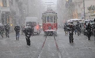 İstanbul'da yoğun kar yağışı başladı
