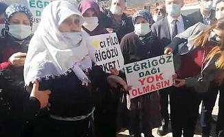 """Altın madenine karşı Simavlı köylüden Erdoğan'a: """"Tayyare ile inmesini istiyorum. Bu 300 hane nasıl atacak ona oy?"""""""