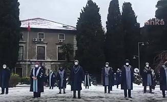 Boğaziçi'li Akademisyenler, Soğuk Havaya Rağmen 34'üncü Nöbetlerini Tuttu
