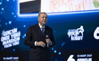 """Erdoğan: """"Ülkesine gözünü kırpmadan ihanet edenler göreceksiniz, sakın örnek almayın"""""""