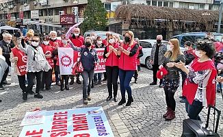 """İzmir'de kadınlar ses verdi: """"Kadın istihdamı bir yılda yüzde 8,2 azaldı"""""""