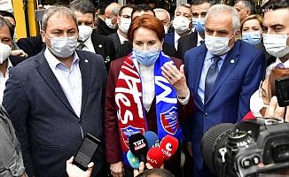 """Pandeminin vurduğu esnaf derdini Akşener'e anlattı: """"Dükkana malzeme bile alamıyoruz"""""""