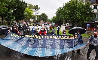 Yağmura Rağmen Soma'da Adalet Bekleyişi Sürüyor