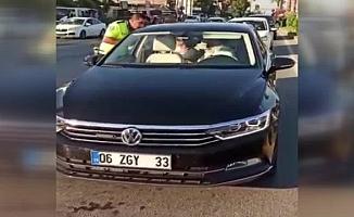 """AKP'li milletvekilinden aracını durduran polise: """"Ş…….. bak"""""""