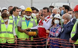 İmamoğlu, Zafer Bayramı'nda yeni metro inşaatının ilk harcını attı