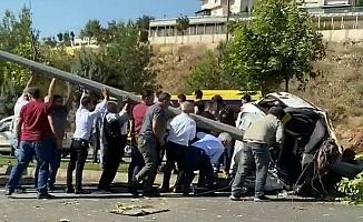 Gaziantep'te İkiye Bölünen Otomobilde 2 Kişi Hayatını Kaybetti