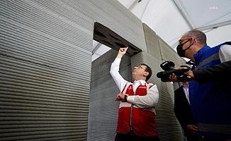 İmamoğlu, Türkiye'nin ilk 3D beton yazıcı teknolojisi kullanılarak inşa edilen binasını gezdi