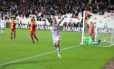 Sivasspor, şampiyon karşısında geriden geldi