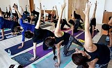 Yoga dersini polis bastı: 30 gözaltı